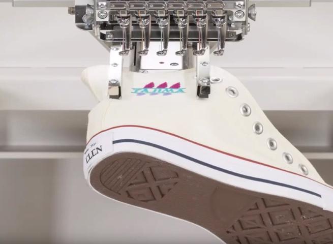 Možnosť vyšívania na obuv vrátane športových topánok a kopačiek.